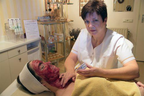 Aromatherapie-Bosbessen-Masker-Elisabeth's-beauty-center-Breda-Prinsenbeek-1280x850